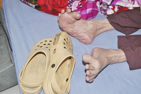 Gặp cụ ông 105 tuổi có bàn chân Giao Chỉ - Ảnh 1.