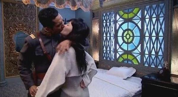 Soái ca ngôn tình Chung Hán Lương không hôn thì thôi, đã hôn phải bùng cháy thế này - Ảnh 2.