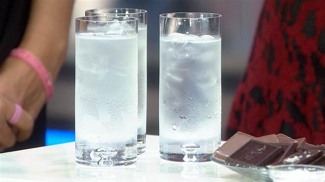 Không cà phê, không chè ... chỉ uống nước lọc trong 1 tháng, điều gì sẽ xảy ra với cơ thể bạn? - Ảnh 2.