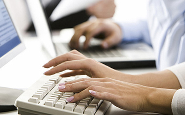"""Chị em công sở phải nhớ các phím tắt này để xóa ngay dấu vết """"làm việc riêng"""" khi sếp đột ngột xuất hiện - ảnh 1"""