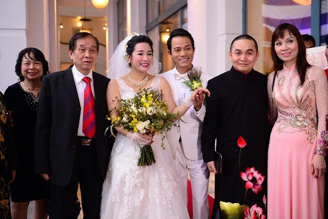 Cuộc sống vợ chồng của Thanh Thanh Hiền và con trai Chế Linh khiến nhiều người bất ngờ - Ảnh 1.