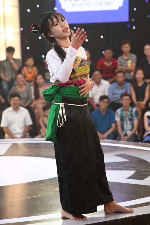 Cô gái dân tộc Mường khiến Trấn Thành, Trường Giang mê mệt - Ảnh 1.