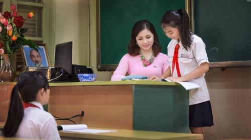 Ngày 20/11: Cụ bà Hà Nội gây sốt với bài thơ về thầy cô giáo cũ - Ảnh 2.