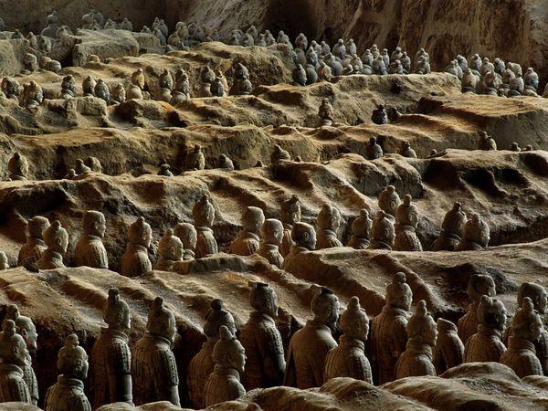 Tại sao đội quân đất nung trở thành phát hiện khảo cổ tranh cãi nhất hiện nay? - Ảnh 1.