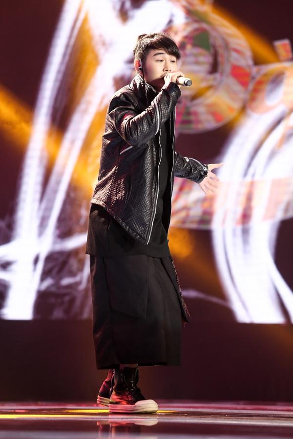 4 giám khảo sửng sốt trước giọng hát kỳ lạ của thí sinh nam Sing My Song - Ảnh 1.