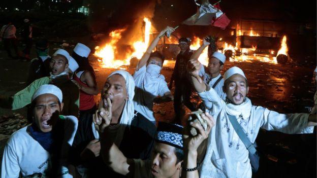 Indonesia: Biểu tình rung chuyển Jakarta đòi bắt giam thị trưởng gốc Hoa, cộng đồng Hoa kiều run sợ - Ảnh 3.
