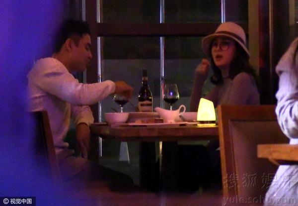 Lộ ảnh hẹn hò của Hoàng tử ếch Minh Đạo và người đẹp Hoàn Châu Cách Cách - Ảnh 1.