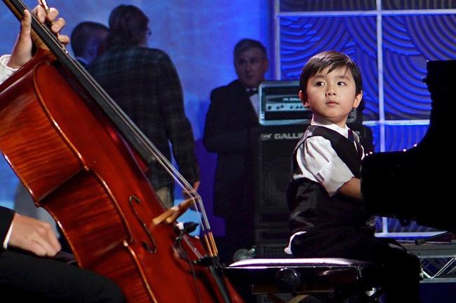 Thần đồng 5 tuổi gốc Việt khiến cả nước Mỹ thán phục đã được dạy dỗ như thế nào? - Ảnh 1.