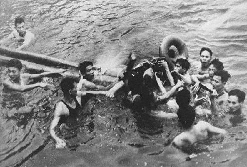 Kết quả hình ảnh cho john mccain bị bắt ở hồ trúc bạch