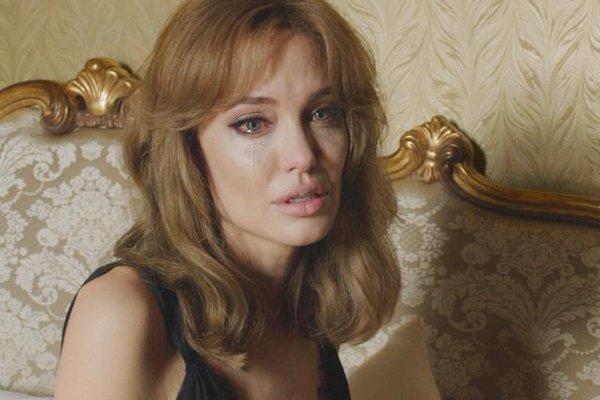 Angelina Jolie gầy như sắp chết, nhập viện vì rối loạn tâm thần và muốn tự tử? - Ảnh 1.