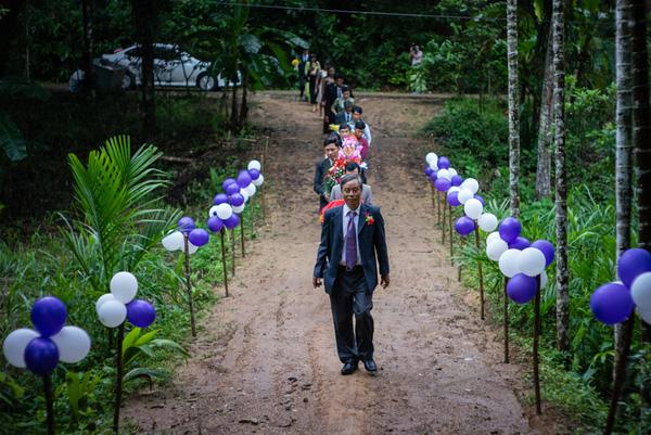 Ảnh đám cưới quê kiểu phóng sự thật như đếm vào ngày cúp điện, mưa gió có 1-0-2  - Ảnh 12.
