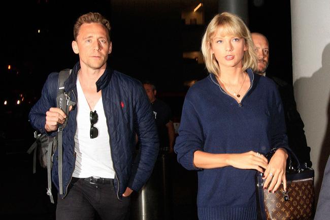 Tuổi 27 của Taylor Swift: Chia tay 2 bạn trai, bị vạch mặt giả dối và thành công nhất showbiz - Ảnh 10.