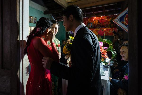 Ảnh đám cưới quê kiểu phóng sự thật như đếm vào ngày cúp điện, mưa gió có 1-0-2  - Ảnh 14.