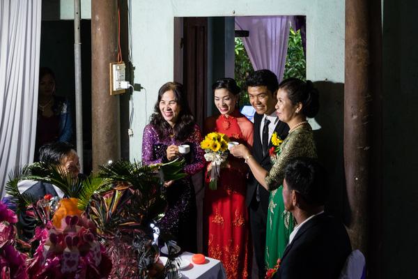 Ảnh đám cưới quê kiểu phóng sự thật như đếm vào ngày cúp điện, mưa gió có 1-0-2  - Ảnh 15.