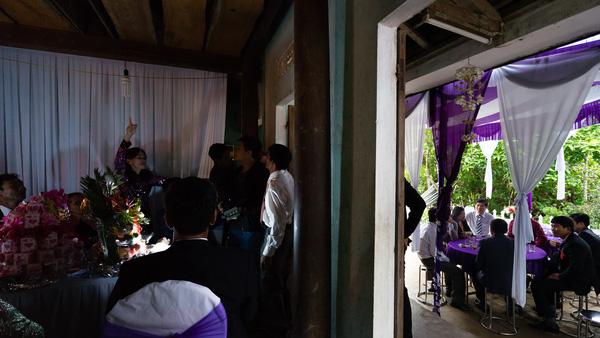 Ảnh đám cưới quê kiểu phóng sự thật như đếm vào ngày cúp điện, mưa gió có 1-0-2  - Ảnh 17.
