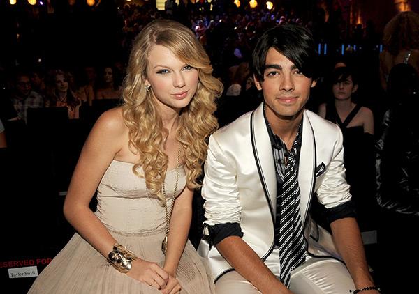 Taylor Swift - Cô ấy đẹp, hấp dẫn, giàu có và nổi tiếng, nhưng lại toàn bị đá - Ảnh 2.