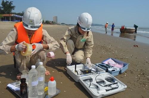 19 lần quan trắc, nước biển tại Nghệ An đều an toàn - Ảnh 1.