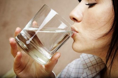 Ung thư vì uống nước đun sôi để nguội lâu ngày? - Ảnh 2.