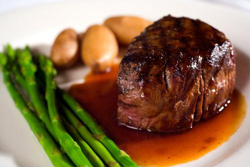 Những bệnh nguy hiểm khi ăn thịt bò sai cách - Ảnh 2.