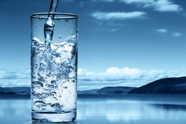 Chỉ cần uống một cốc nước có thể cứu được cả tính mạng của bạn - Ảnh 1.