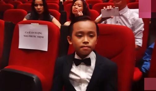 Hồ Văn Cường ngó lơ Sơn Tùng M-TP khi ngồi cạnh nhau ở VTV Awards - ảnh 2