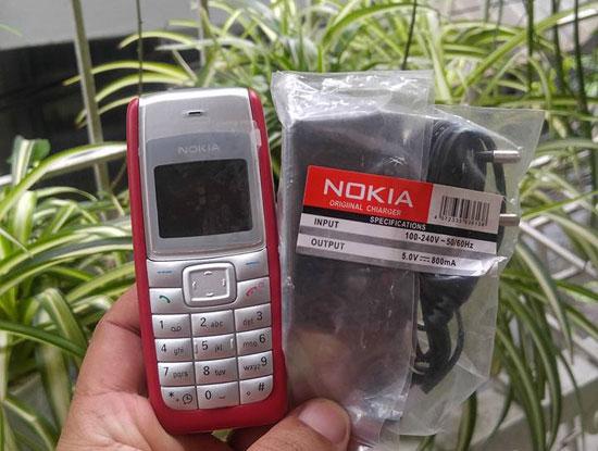 Hà Nội rộ SIM Viettel, MobiFone, VinaPhone bán dạo tặng điện thoại Nokia - Ảnh 1.