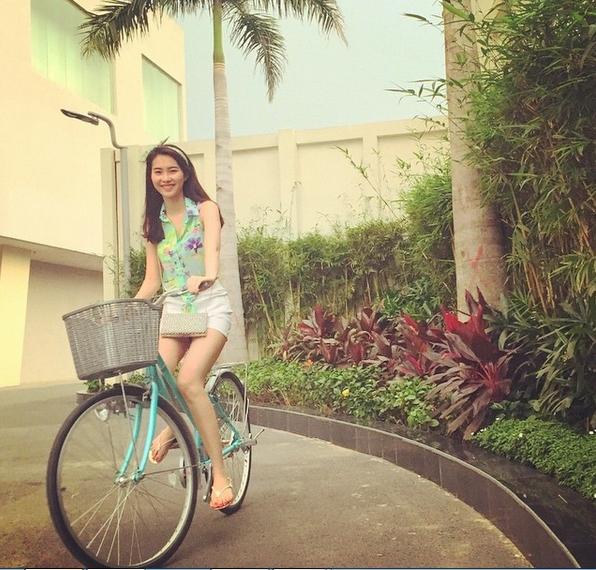 Cuộc sống đằng sau ánh đèn sân khấu của Hoa hậu sạch nhất Việt Nam - Ảnh 3.