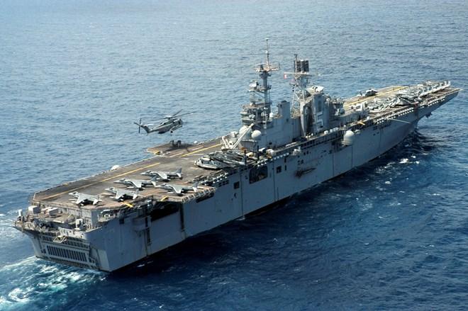 Mỹ tuyên bố sẽ điều tàu sân bay tấn công đổ bộ tới Nhật Bản - Ảnh 2.