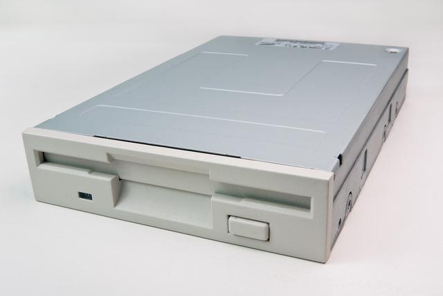 Có thể bạn chưa biết tại sao tên ổ cứng lại luôn được mặc định đặt là chữ C - Ảnh 3.