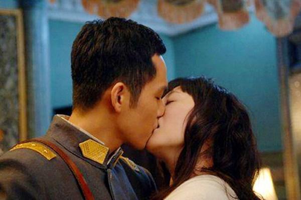 Soái ca ngôn tình Chung Hán Lương không hôn thì thôi, đã hôn phải bùng cháy thế này - Ảnh 3.