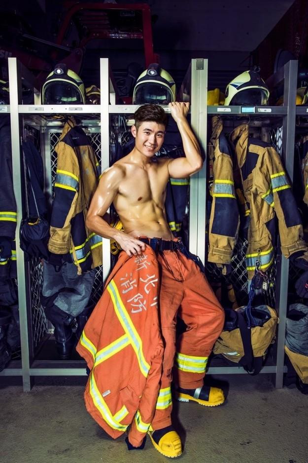 Bỏng mắt với dàn lính cứu hỏa Đài Loan nóng bỏng đến từng centimet - Ảnh 3.