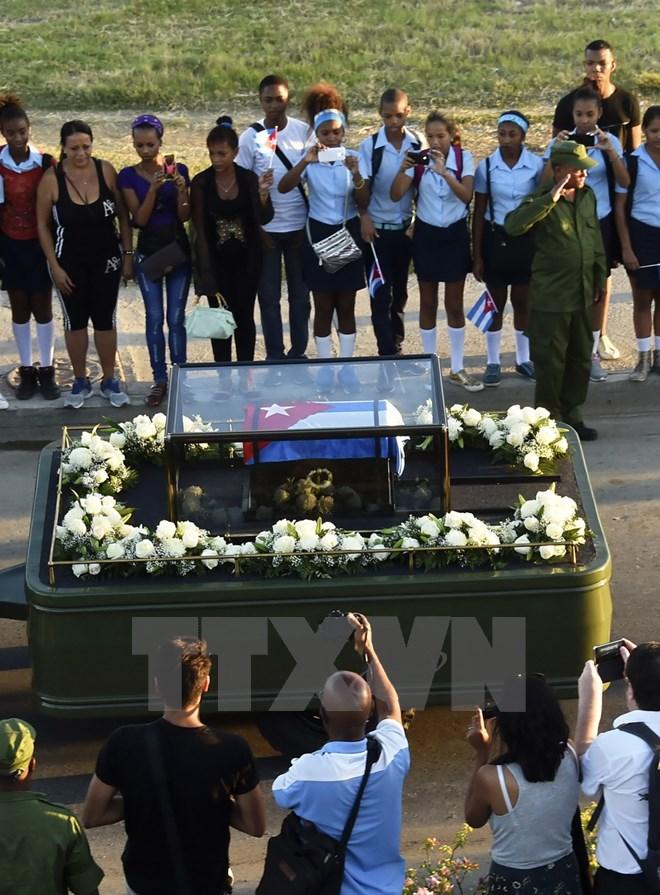 Hình ảnh lễ an táng tro cốt của lãnh tụ Cuba Fidel Castro Ruz  - Ảnh 3.