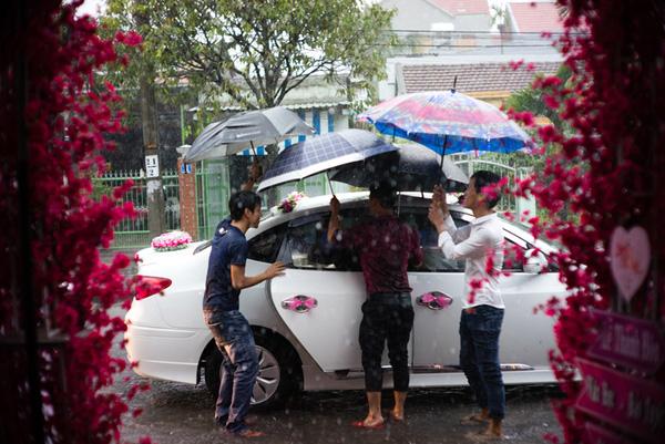 Ảnh đám cưới quê kiểu phóng sự thật như đếm vào ngày cúp điện, mưa gió có 1-0-2  - Ảnh 21.