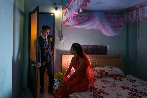 Ảnh đám cưới quê kiểu phóng sự thật như đếm vào ngày cúp điện, mưa gió có 1-0-2  - Ảnh 24.