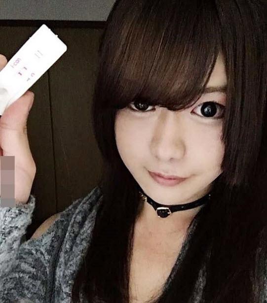 Hành động cởi áo khoe thân gây sốc của hot girl mạng xã hội - ảnh 3