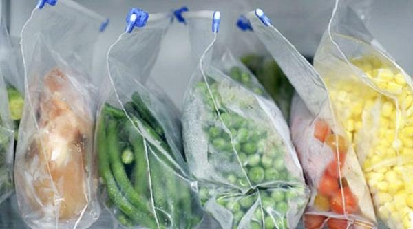 Đựng thực phẩm vào túi ni lông rồi nhét tủ lạnh: Bạn đang tự tay giết chết chính mình mà không hay biết - Ảnh 3.