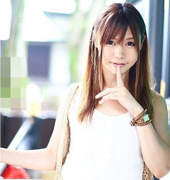 Hành động cởi áo khoe thân gây sốc của hot girl mạng xã hội - ảnh 4