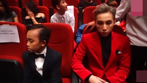 Hồ Văn Cường ngó lơ Sơn Tùng M-TP khi ngồi cạnh nhau ở VTV Awards - ảnh 4
