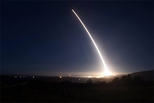 Tên lửa đạn đạo liên lục địa của Mỹ là vũ khí tấn công lợi hại - Ảnh 1.