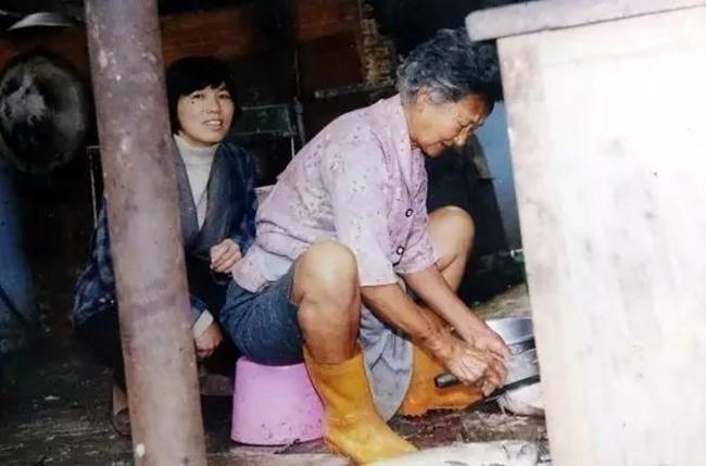 Làm ăn thua lỗ suốt 55 năm trời, nhưng khi cụ bà này qua đời, hàng nghìn người đã tới đưa tang và nguyên nhân khiến bạn rơi lệ - Ảnh 5.