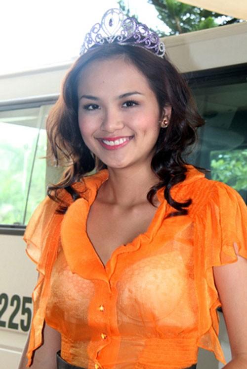 Hoa hậu Mỹ Linh, em nghĩ gì mà mặc thế đi từ thiện? - Ảnh 4.