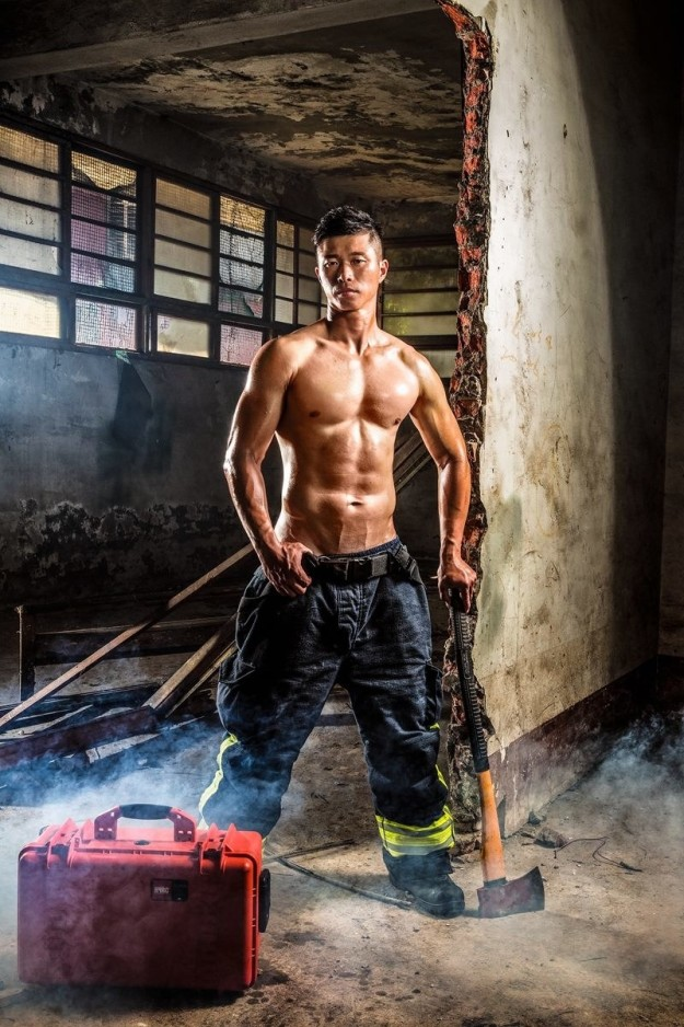 Bỏng mắt với dàn lính cứu hỏa Đài Loan nóng bỏng đến từng centimet - Ảnh 6.