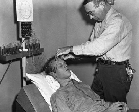 7 phương pháp chữa bệnh rùng rợn vẫn còn được áp dụng đến ngày hôm nay - Ảnh 6.