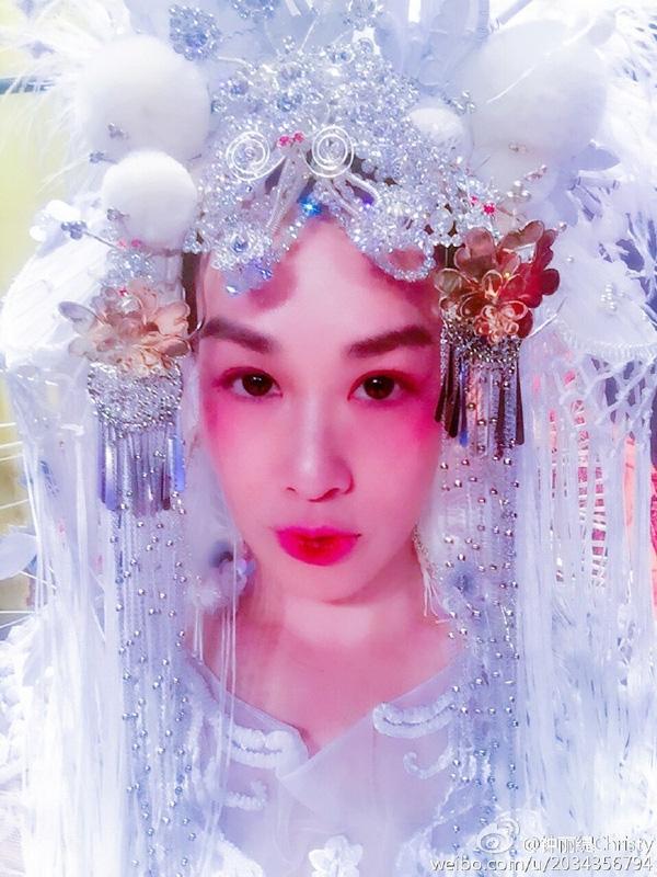 Sao gốc Việt Chung Lệ Đề khoe ảnh cưới phong cách kinh kịch độc nhất vô nhị - Ảnh 6.