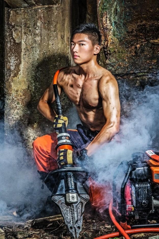 Bỏng mắt với dàn lính cứu hỏa Đài Loan nóng bỏng đến từng centimet - Ảnh 8.