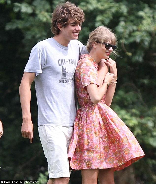 Taylor Swift - Cô ấy đẹp, hấp dẫn, giàu có và nổi tiếng, nhưng lại toàn bị đá - Ảnh 8.
