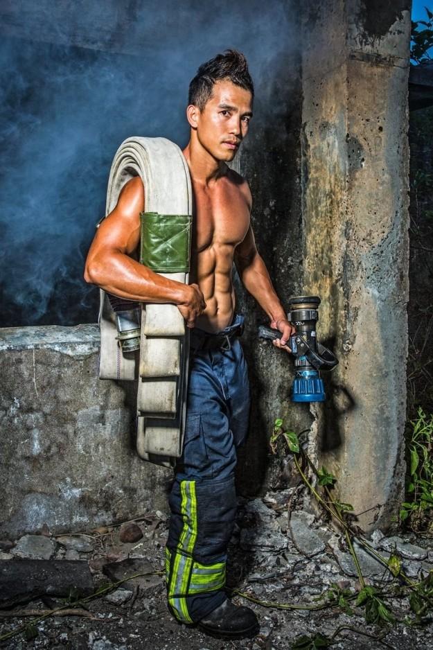 Bỏng mắt với dàn lính cứu hỏa Đài Loan nóng bỏng đến từng centimet - Ảnh 9.