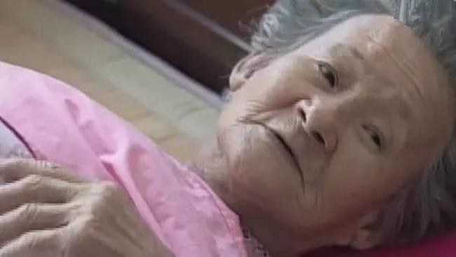 Làm ăn thua lỗ suốt 55 năm trời, nhưng khi cụ bà này qua đời, hàng nghìn người đã tới đưa tang và nguyên nhân khiến bạn rơi lệ - Ảnh 10.