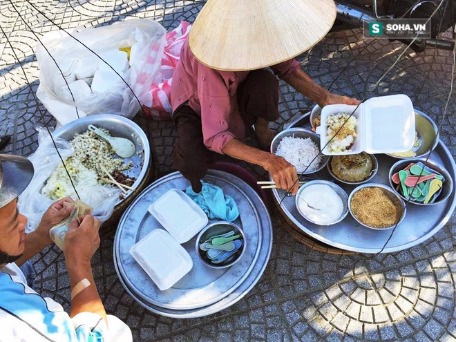 Cụ bà 85 tuổi và gánh xôi đầy mồ hôi, nước mắt trên phố Đà Nẵng - Ảnh 1.