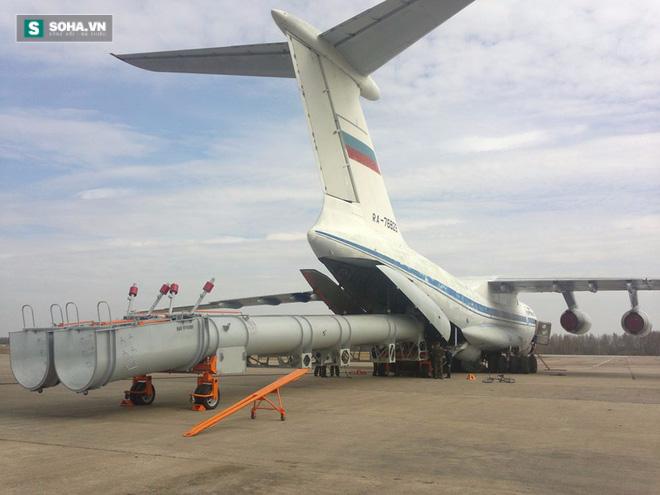 Kinh hoàng trước sức mạnh quả bom nước được ném đi từ Il-76 - Ảnh 1.